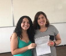 Fernanda e professora Aline