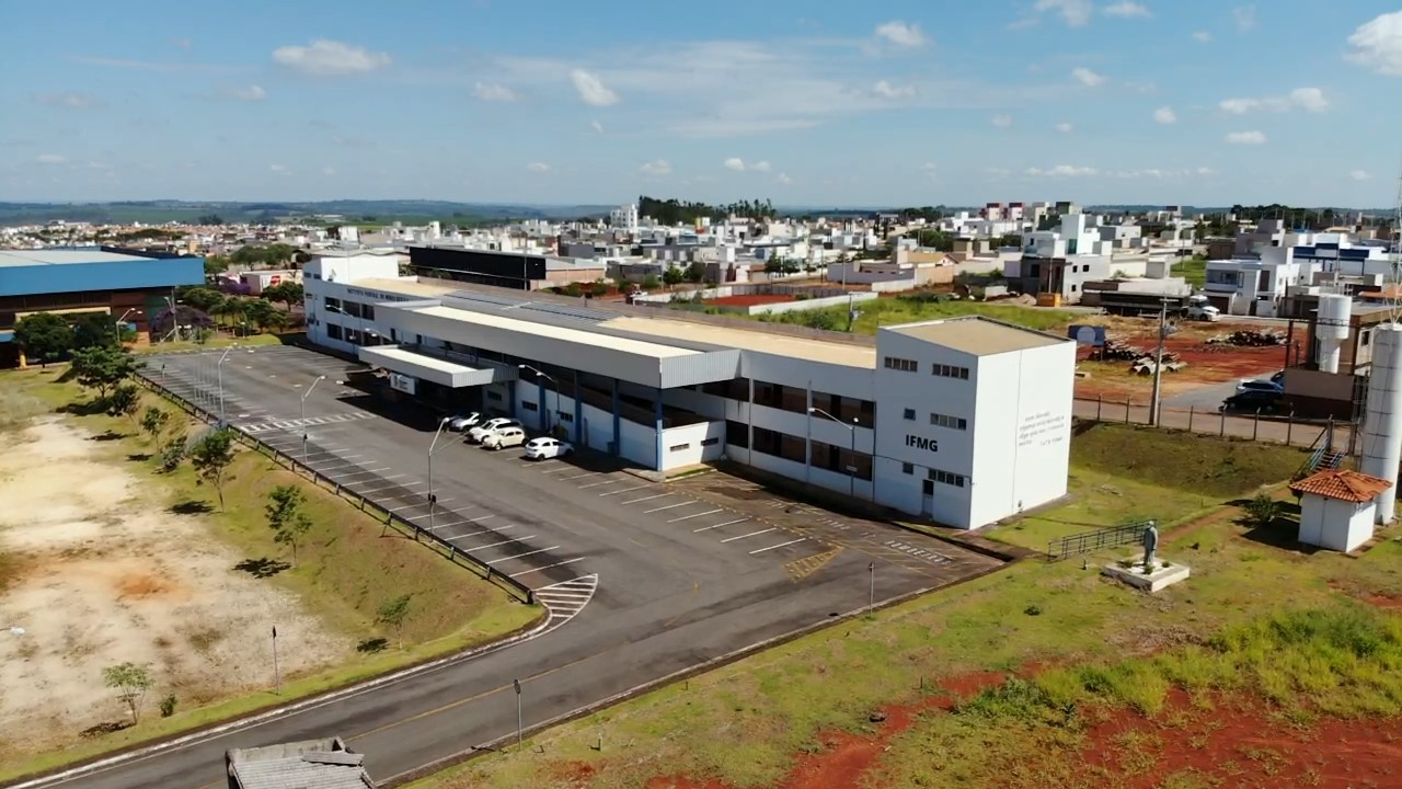 Foto aérea IFMG.jpg