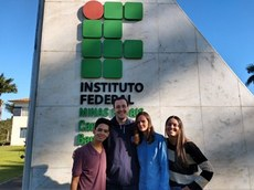 """Prof. Rodrigo Francisco Dias e alunos da equipe """"ARLATM"""""""