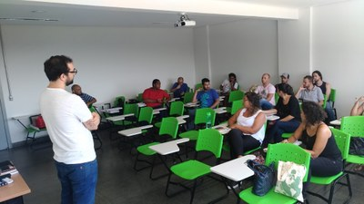 Professores recebendo capacitação no primeiro dia de projeto