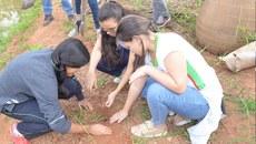 Estudantes durante atividade na Semana de Meio Ambiente do Campus Governador Valadares