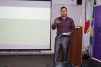Lucas Maia, coordenador do projeto, mediou as apresentações